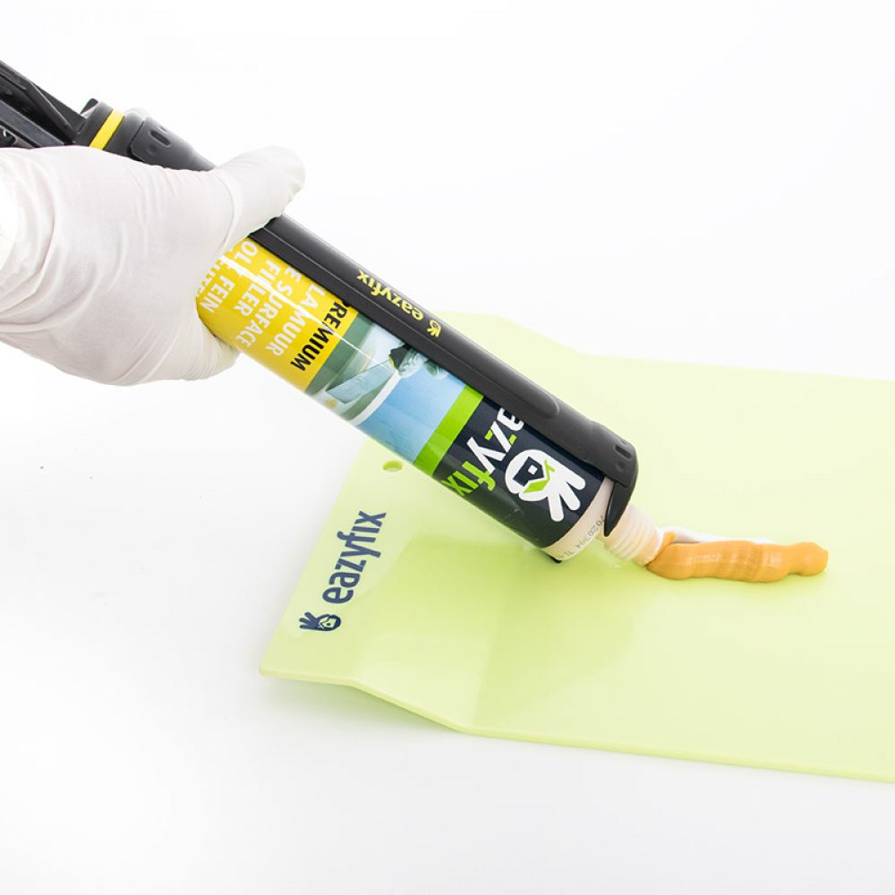 EAZYFIX® Premium Plamuur doseren op het Mengplateau