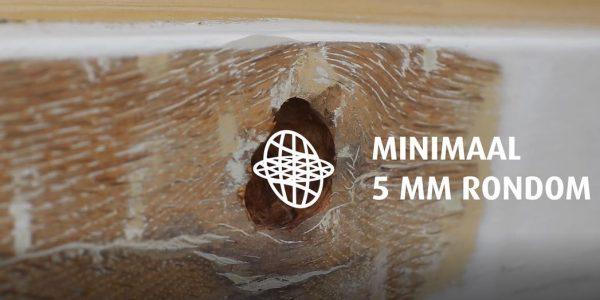 Verwijder minimaal 5 mm rondom het houtrot